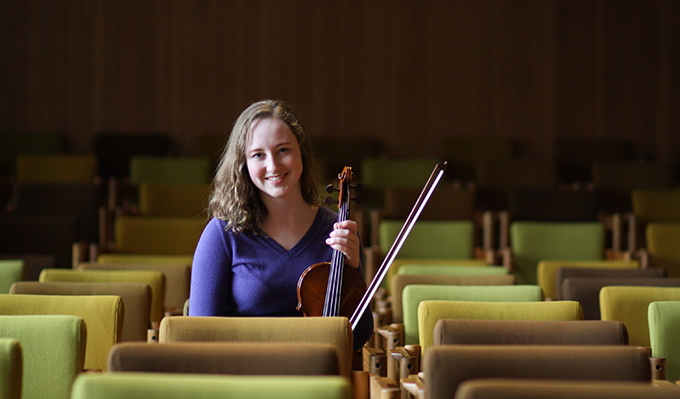 Hannie McGarity '19 with her violin