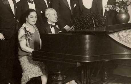 Ravel-at-piano-zoomed