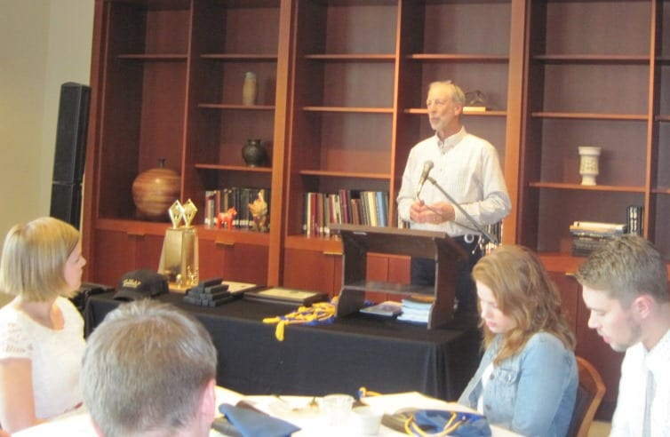 Professor Steve Soderlind presenting Economics Distinction Awards
