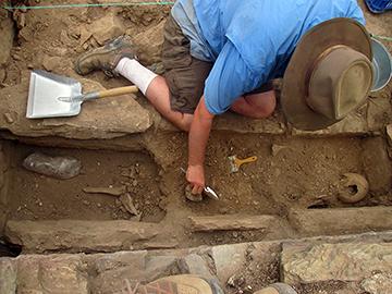 Tim digging in Turkey 2014 (2x1)