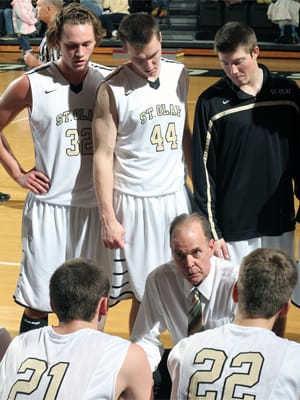 St. Olaf men's basketball coach Dan Kosmoski (center) talks to players during the team's January 25 game against Augsburg College.
